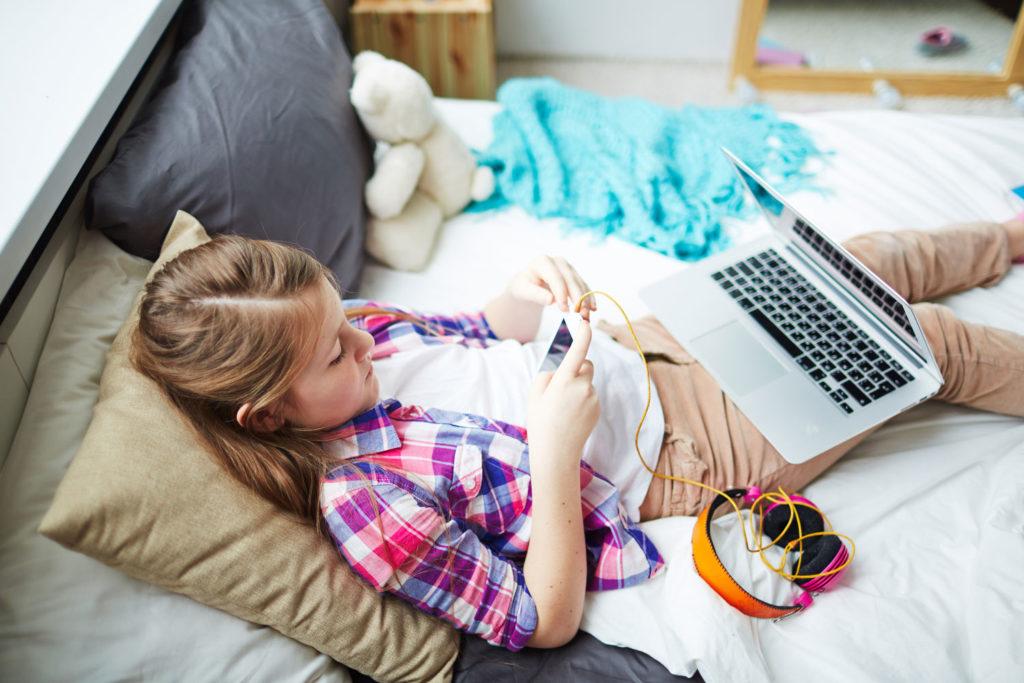 Задумывались вы над тем, что на самом деле чувствует ваш ребёнок, когда погружается в виртуальный мир?