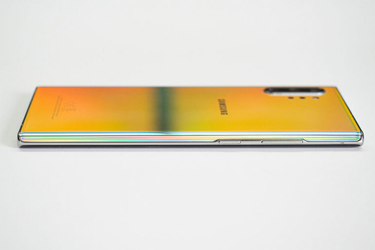 Samsung Galaxy Note 10+ вид сбоку