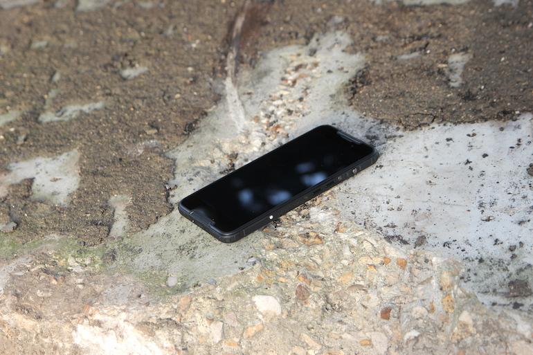 Обзор защищённого смартфона BQ Shark Rush