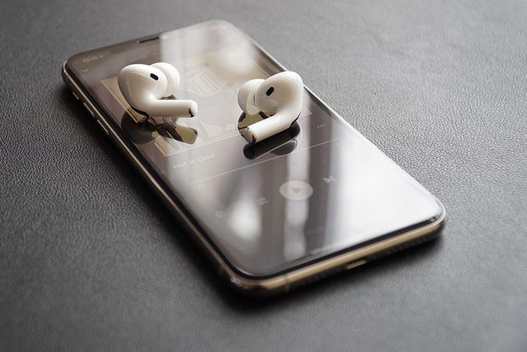 AirPods Pro и iPhone 11 Pro Max