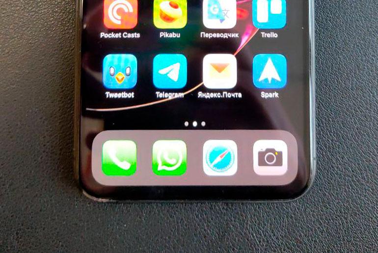 Разбитый экран iPhone 11 Pro Max (нижний левый угол)