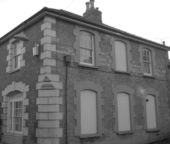 Замурованные окна в исторических зданиях Великобритании. От кого и зачем?