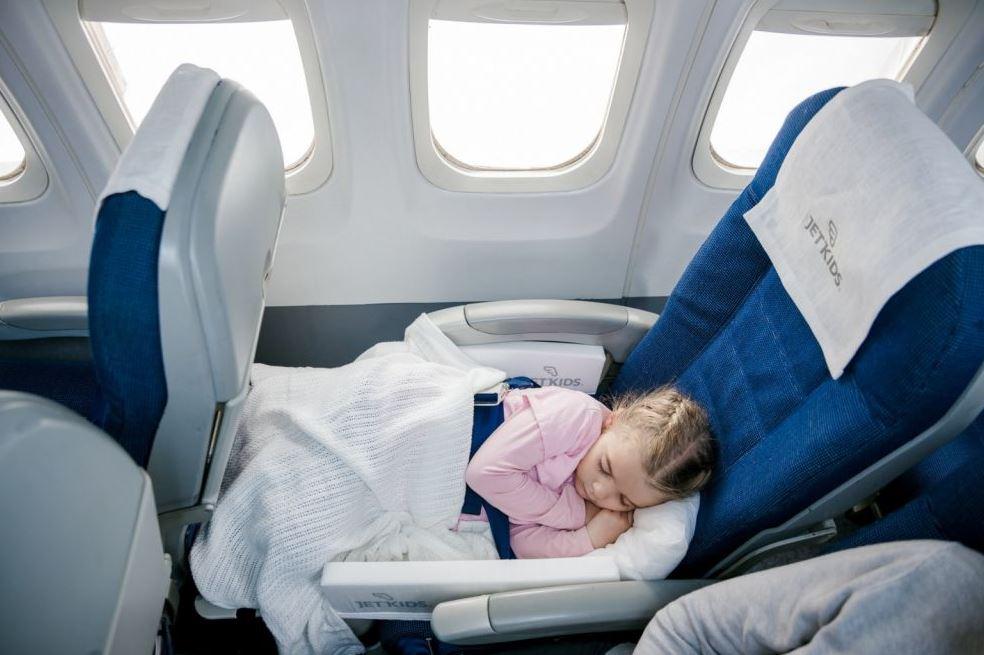 Что делать, если ребенок плачет в самолете